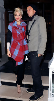 Gwen Stefani bundled up in a funky plaid vest while at the Harper's Bazaar Dinner.