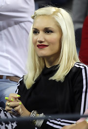Gwen Stefani showed off her side parted medium curls while hitting the US Open with her husband.