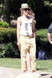Gwen Stefani rocked a pair of boyish drop-crotch chinos while out at the park.
