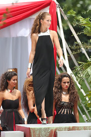 Minka Kelly donned a high-neck sleeveless sheath gown on location for 'Charlie's Angels' in Miami.