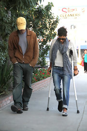 Halle Berry didn't let her crutches impede her style, keeping cute and on-trend in cuffed boyfriend jeans.