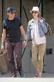 "Nicole donned a pair of ""Houlihan"" skinny cargo pants with a jean jacket while out with her husband, Keith Urban."