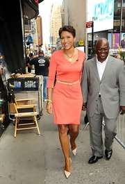 Robin Roberts' nude patent leather pointy pumps looked very elegant.