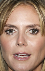 Heidi Klum widens her eyes with neutral eyeshadow. The look draws emphasis to her enviable lashes.