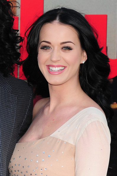 More Pics of Katy Perry Pink Lipstick (1 of 9) - Katy Perry Lookbook - StyleBistro []