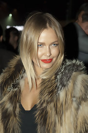 Lara Bingle rocked a sleek center part cut at LMFF Menswear runway show.