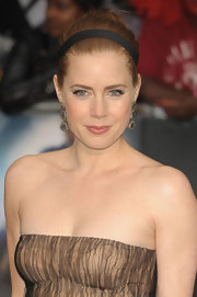 Amy Adams pulled back her strawberry locks into a chic bun, accented with a black headband.