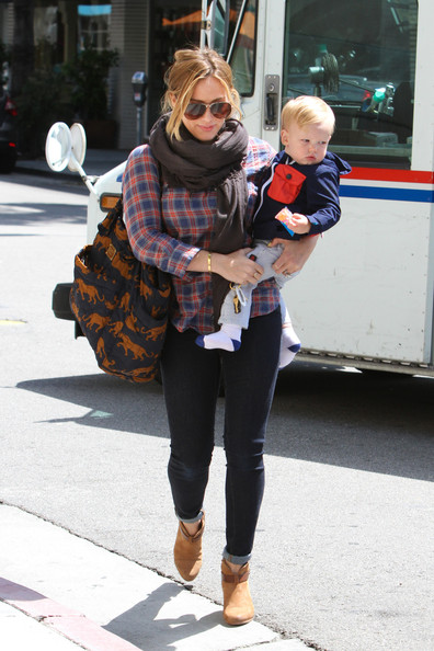 More Pics of Hilary Duff Tote Diaper Bag (1 of 36) - Tote Diaper Bag Lookbook - StyleBistro