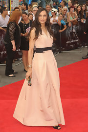 Famke stuck to classic nude for her flowing gown at the premiere of  'The Wolverine' premiere.
