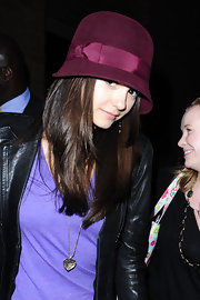 Nina looked classic in a burgundy bowler hat with straight, shiny locks and pale pink lips.