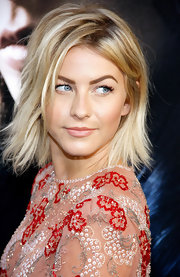 Julianne's choppy bob was a modern take on the classic 'do.