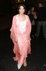 Fivel Stewart showed up at 'The Vow' premiere wearing a very feminine kimono-style dress.
