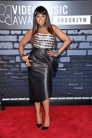 Jennifer's knee-length leather skirt had a classic cut with a touch of edge with the draped detail and leather material!