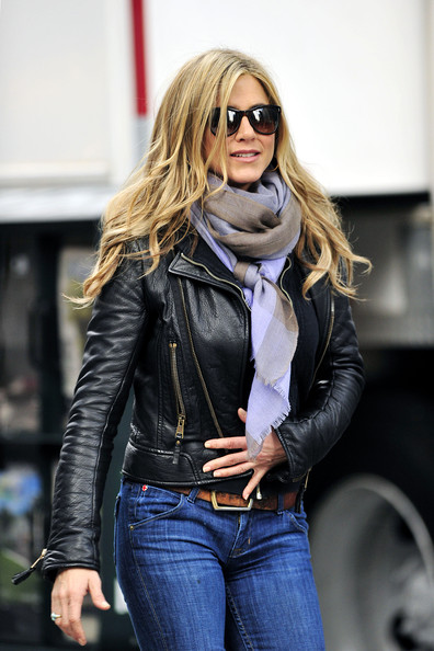 scarf aniston