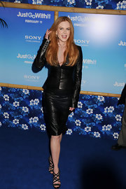 "Nicole Kidman looked sultry at the ""Just Go With It"" premiere in black sandals with scalloped straps."
