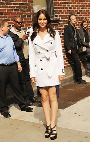 Jennifer wore a bright white classic trench coat with YSL heels for her appearance on 'David Letterman.'