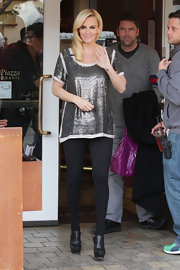 Jenny McCarthy gave her casual holiday look a urban edge with black leather ankle boots.