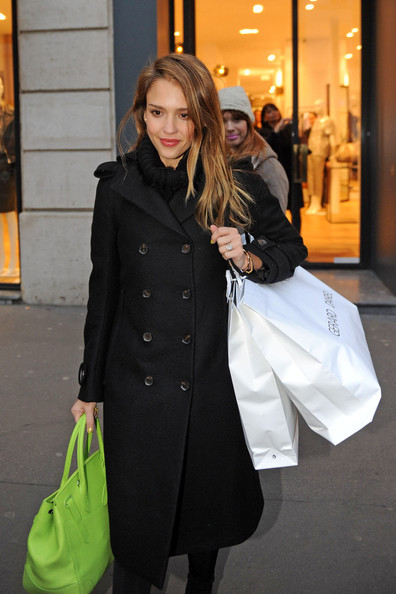 Jessica Alba Goes Shopping in Paris