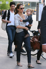 Jessica toted her adorable daughter while sported a gray sweater, tapered jeans and a pair of gray leather, ankle cuffed sandals.