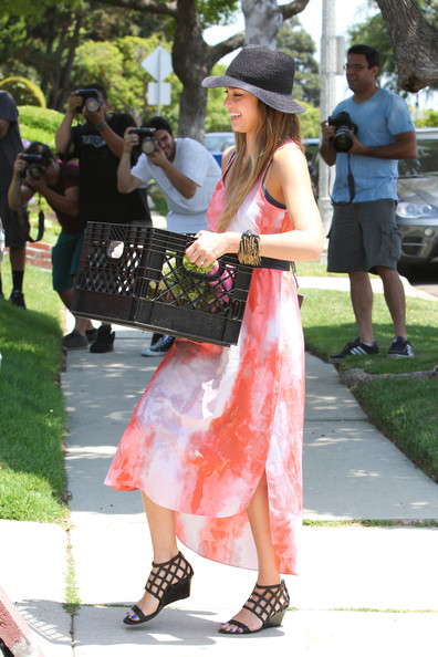 More Pics of Jessica Alba Print Dress (5 of 31) - Jessica Alba Lookbook - StyleBistro