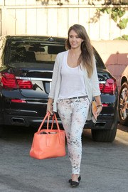 Jessica Alba donned a cute pair of TEXTILE Elizabeth and James printed skinny jeans for a day out in West Hollywood.