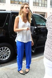 Jessica complemented a baggy top with even baggier pants in a bright shade.