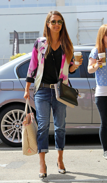 More Pics of Jessica Alba Boyfriend Jeans (8 of 14) - Boyfriend Jeans Lookbook - StyleBistro