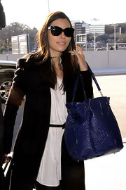 Jessica Biel brought color into her monochromatic look with a glossy blue tote.