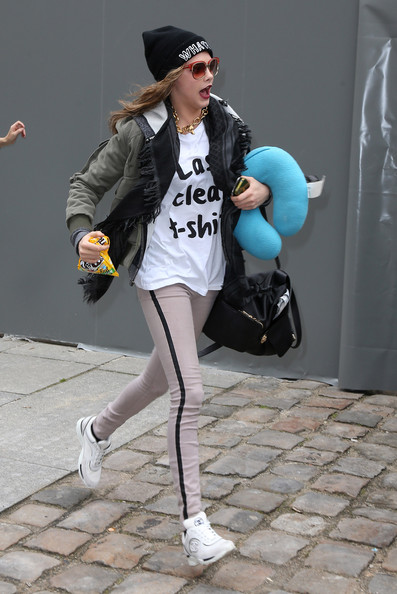 More Pics of Cara Delevingne T-Shirt (1 of 2) - T-Shirt Lookbook - StyleBistro