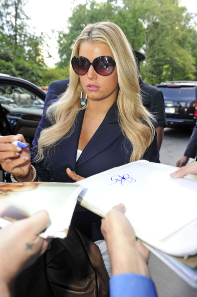 More Pics of Jessica Simpson Oval Sunglasses (1 of 8) - Oval Sunglasses Lookbook - StyleBistro