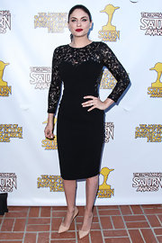 Jodi rocked a fitted little black dress with sexy lace sleeves at the Saturn Awards.