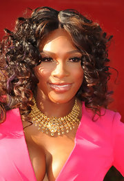 Serena Williams attended the ESPY Awards wearing her hair in voluminous curls with a few purple-tinged strands.