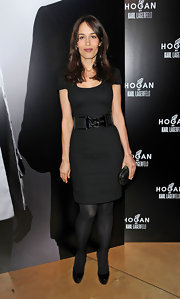 Dolores Chaplin wore this sleek black sheath dress for the Karl Lagerfeld party in Paris.