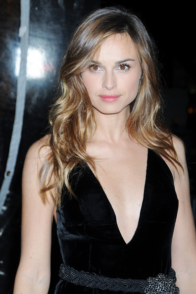 Kasia Smutniak wore her hair loose with bouncy waves at the premiere of 'From Paris with Love.'