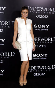 Carmen Electra donned a white hot zip-up dress with a structured peplum for the 'Underworld' premiere.