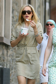 Kate was stylish sporting the hottest spring trends while enjoying a sweet treat and wearing dark aviator-style shades.