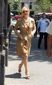 Kate Hudson hit the NY streets in an on-trend tan trench coat.