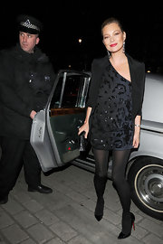 Kate Moss looked sultry in pointy black patent pumps.
