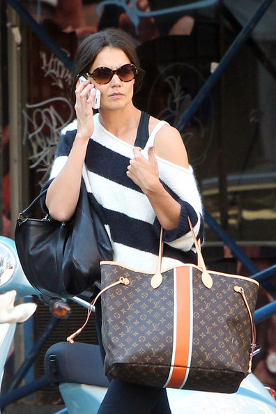 More Pics of Katie Holmes Oversized Tote  (1 of 4) - Oversized Bags Lookbook - StyleBistro []