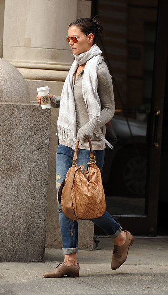 More Pics of Katie Holmes Patterned Scarf (4 of 6) - Scarves Lookbook - StyleBistro []