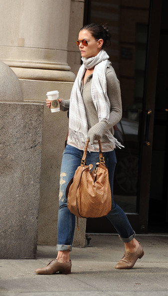 More Pics of Katie Holmes Patterned Scarf (5 of 6) - Scarves Lookbook - StyleBistro []