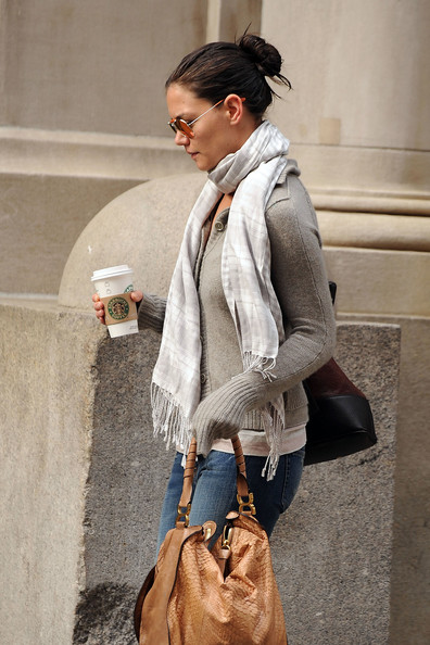More Pics of Katie Holmes Patterned Scarf (1 of 6) - Scarves Lookbook - StyleBistro []