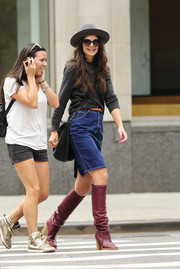 Katie Holmes' made her casual ensemble chicer with a pair of purple knee-high boots.