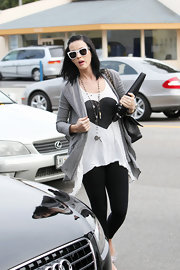 Katy sported a funky pair of plastic white sunglasses with her casual look. This retro look is hard to pull off but everything seems to look good on the classic beauty.
