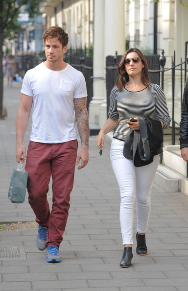 More Pics of Kelly Brook Skinny Jeans (1 of 20) - Kelly Brook Lookbook - StyleBistro