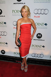 Kelly showed off her svelte body in a strapless dress, which looked amazing on the petite star.