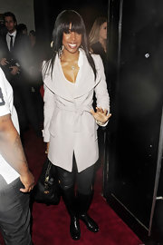 Kelly Rowland donned a ladylike blush wool coat over jeans and a T-shirt for a pulled together look.