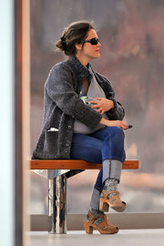 Keri Russell was out and about town with new tot Willa in a cozy gray sweater paired with chunky brown sandals.