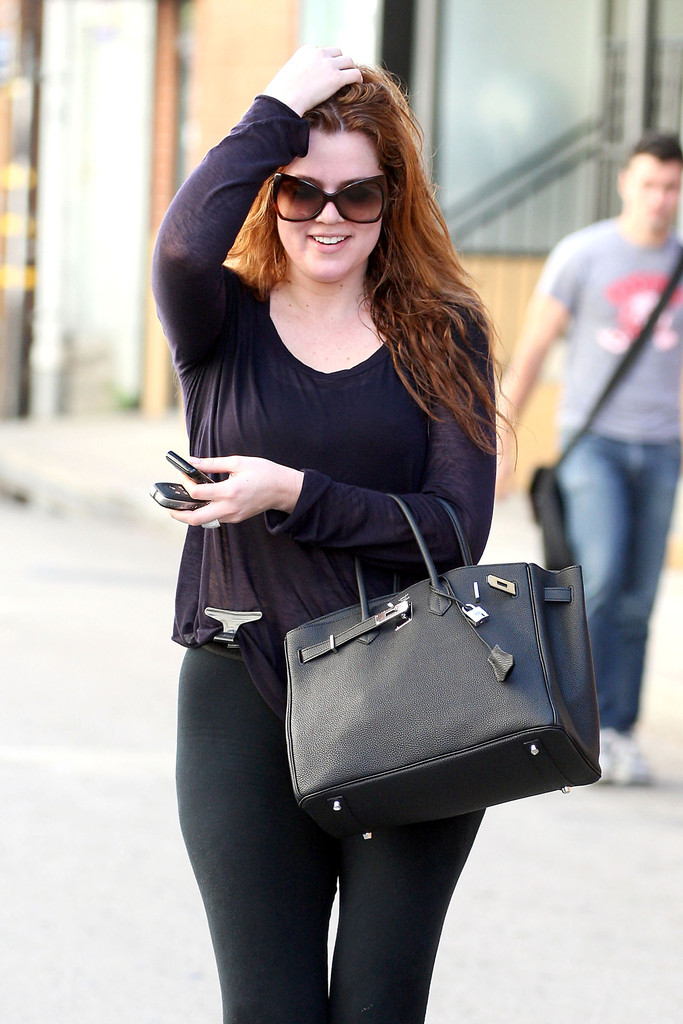 9cb3d1999a Khloe Kardashian hit the gym in a pair of tortoiseshell butterfly sunglasses .