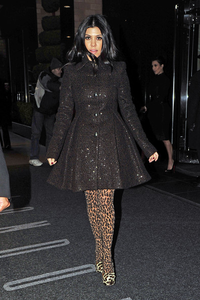 http://www3.pictures.stylebistro.com/pc/Khloe+Kardashian+leaving+New+York+hotel+early+VjGCVsWGnhXl.jpg